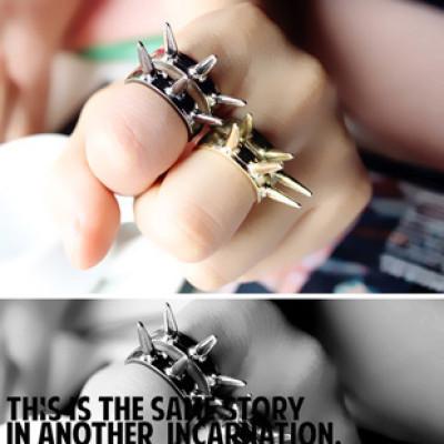 Кольцо с шипами