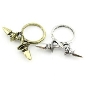 Кольцо с шипами крест-накрест #7426